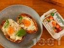 Рецепта Пълнени картофи с яйца и крема сирене на фурна